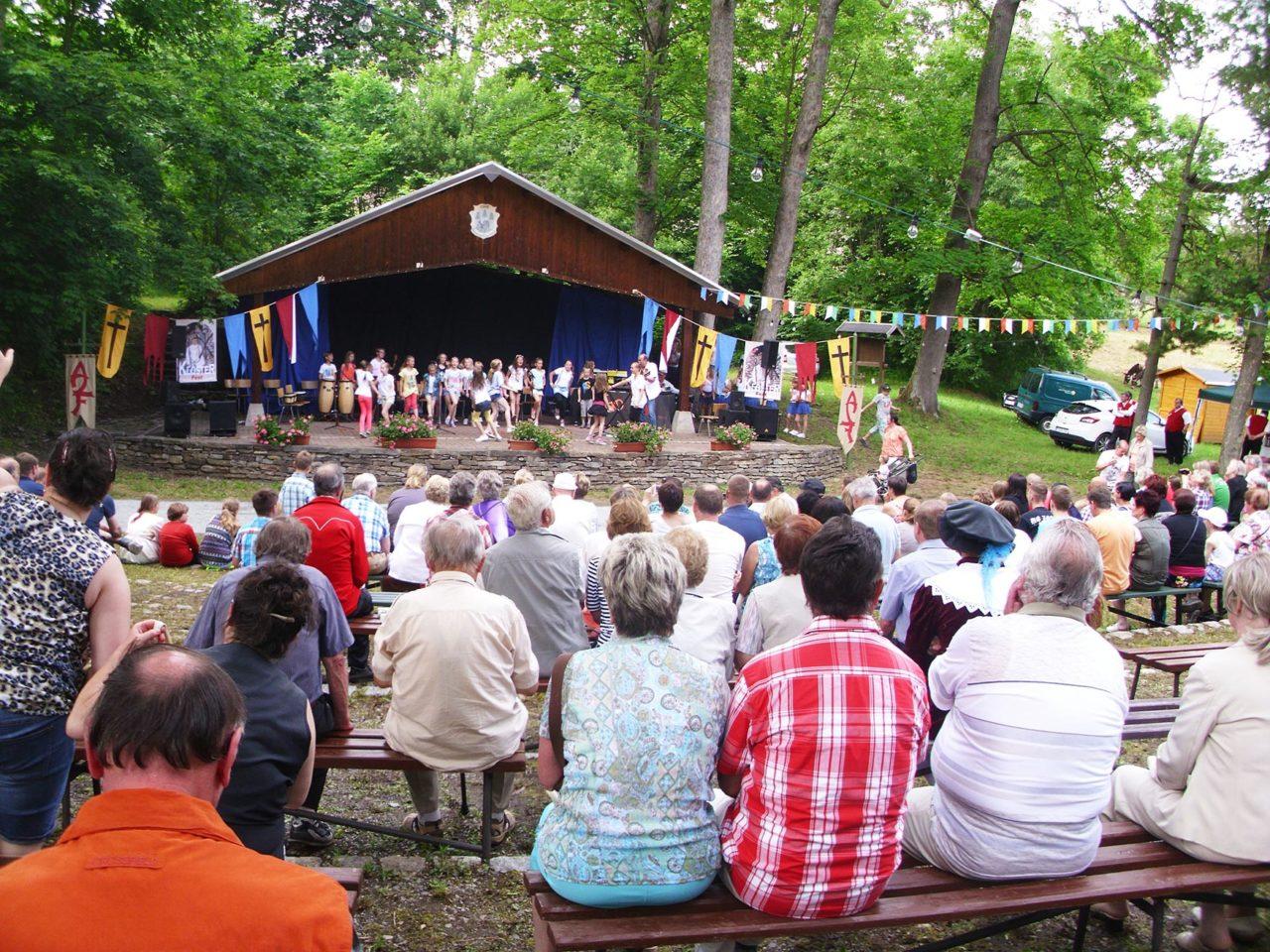 Festbühne im Kloster